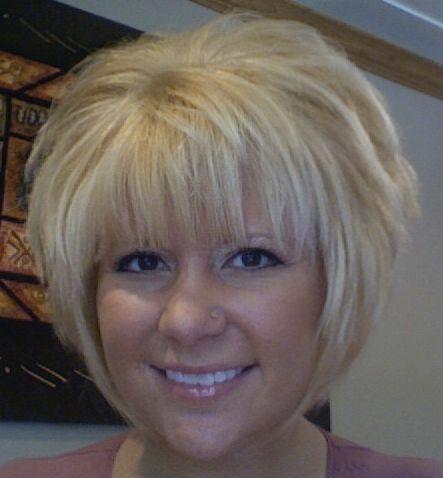 Tunsori scurte in scari blond