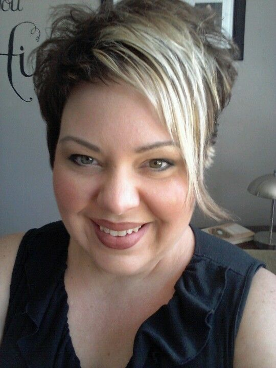Tunsori asimetrice cu suvite blonde