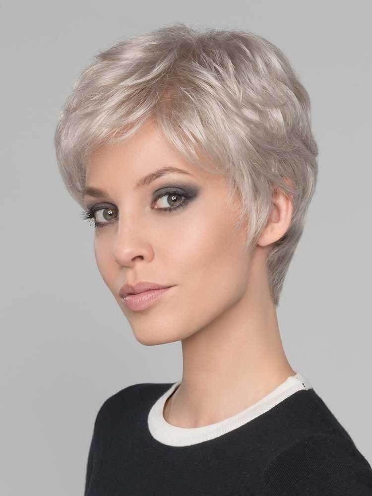 tunsori pixie clasice blond platinat