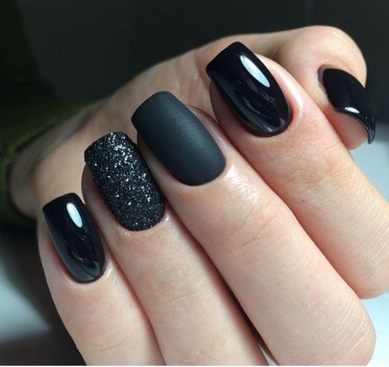 Modele unghii cu gel negre