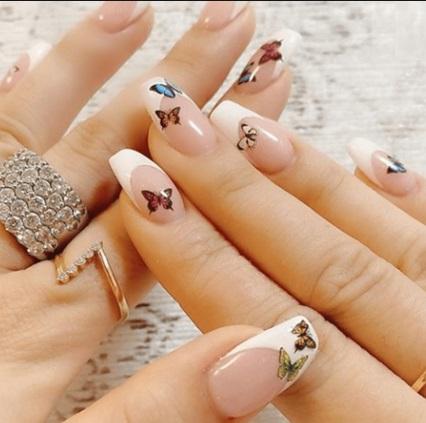 unghii gel cu fluturi